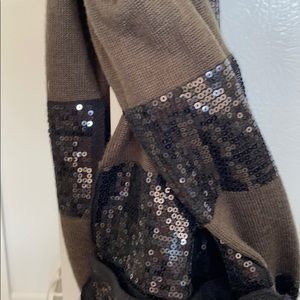 Cute,Sparkly Alice & Olivia olive and black scarf